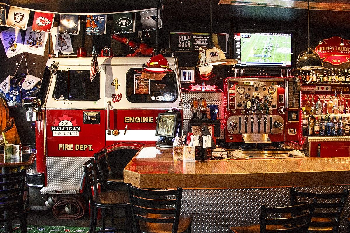 The Halligan Bar and Grill (10885681544).jpg