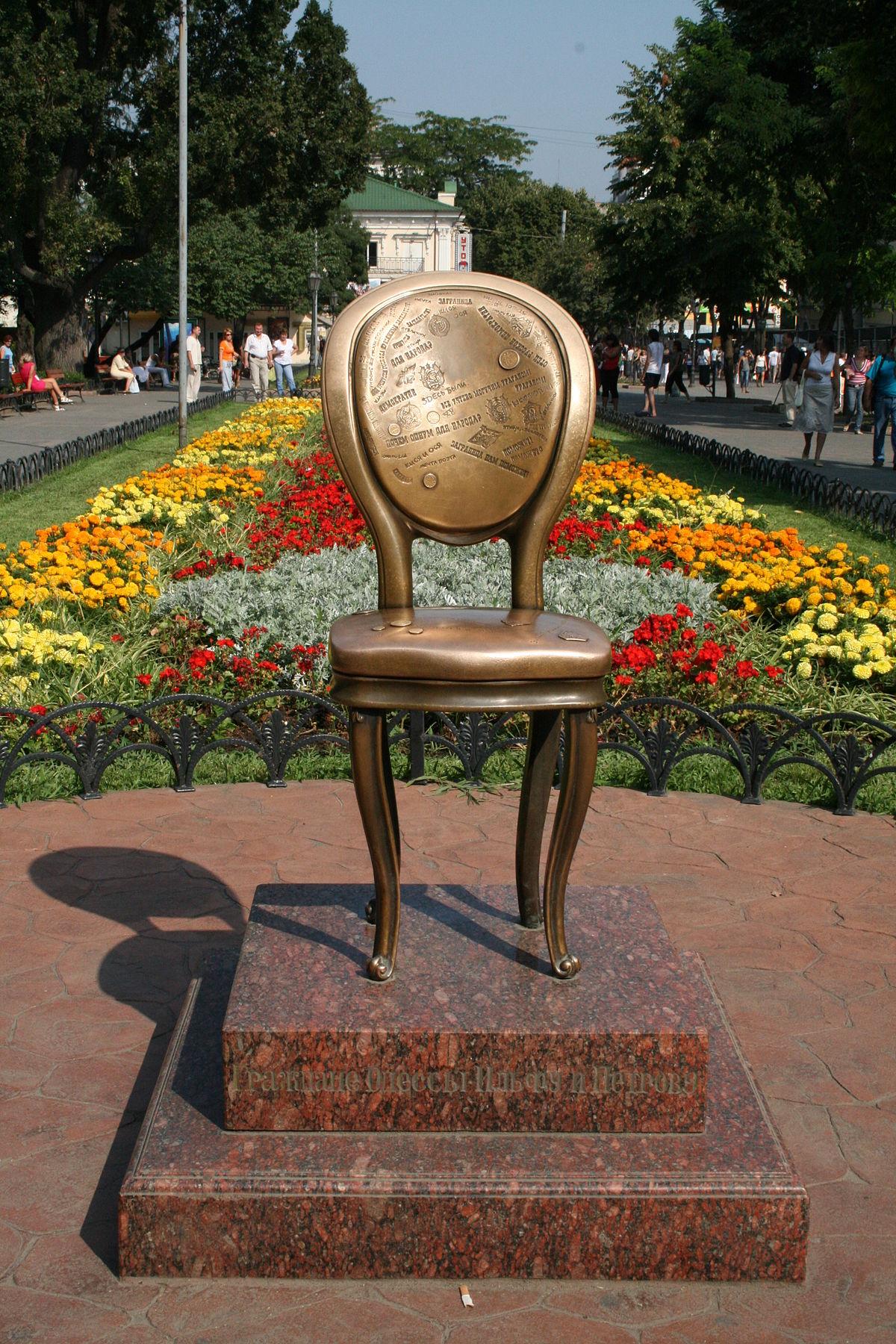 Файл:The Twelve Chairs monument in Odessa (Ukraine).jpg — Википедия