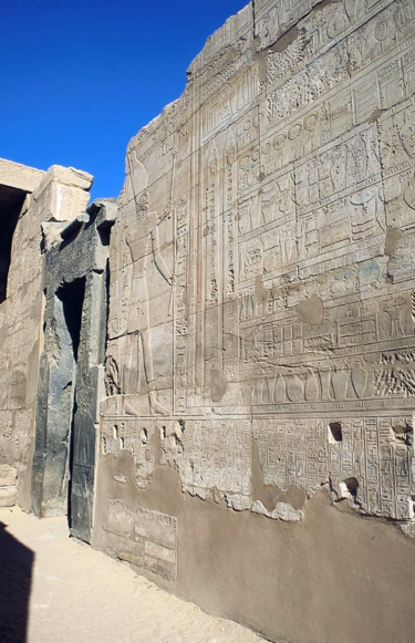 Annals of Thutmose III at Karnak depicting him standing before the offerings made to him after his foreign campaigns. ThutmosesIII-AnnalsOfThutmosesIII-Karnak.png
