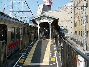 Gotanda Station - Tokyu Ikegami Line platform in 2004