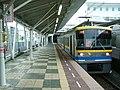 Tokyu-railway-Kodomonokuni-line-Nagatsuta-station-platform.jpg