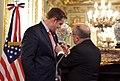 Tom Cooney recibe Orden del Libertador San Martín 02.jpg