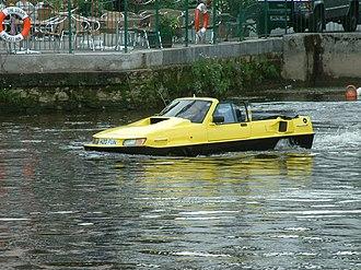 Amphibious automobile - Totnes, A Car on the River Dart