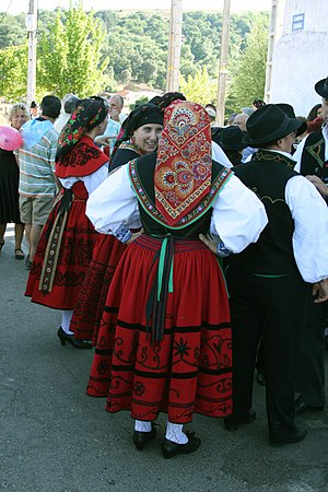 Aliste (comarca) - Local women in regional costume