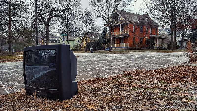 File:Trashed Abandoned Television Set Curb (23469041189).jpg