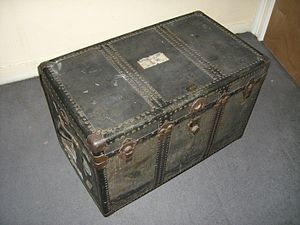 Trunk (luggage) - A large trunk with leather handles