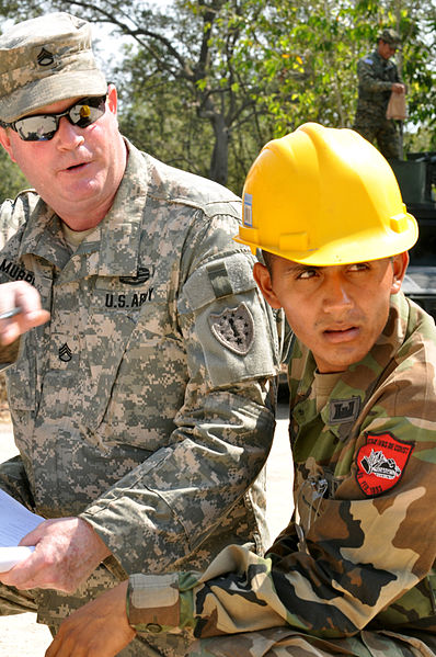 File:US, Salvadoran soldiers work together to build school 130403-A-OM689-005.jpg