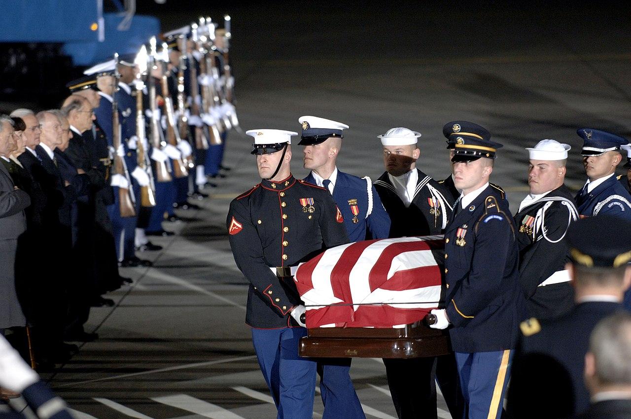 fileus navy      casket   president gerald  ford  carried