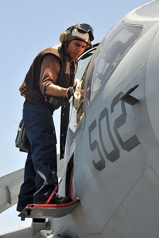File:US Navy 110520-N-1004S-575 Aviation Machinist Mate Airman Scott ...