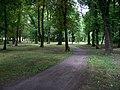 Uhříněves, Husovo náměstí, park (03).jpg