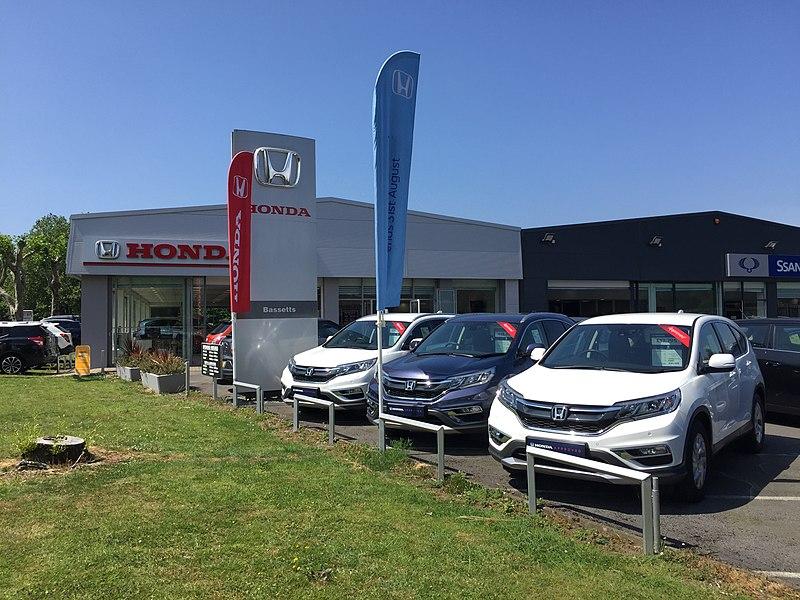 File:Used Cars For Sale - Car Dealership.jpg