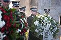 Vainagu nolikšana Rīgas Brāļu kapos (6334370400).jpg