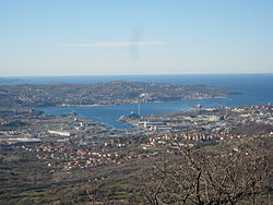 View o the wastren pairt o the municipality wi the Bay o Muggia
