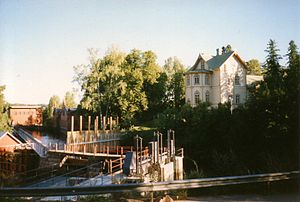 Verla. Left: the hydroelectric power station with canal. Front center: the locks. The wood mill is partly hidden behind the trees. Right: the manor house.