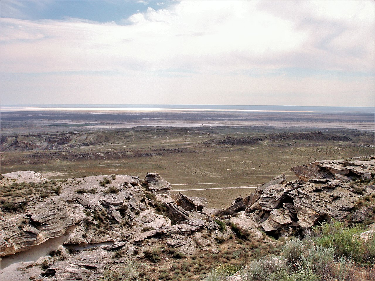 https://upload.wikimedia.org/wikipedia/commons/thumb/d/df/View_of_Karagiye_Depression.JPG/1280px-View_of_Karagiye_Depression.JPG