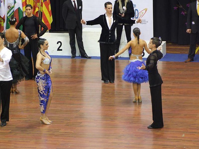 File:Vista de una competición de bailes de salón.jpg
