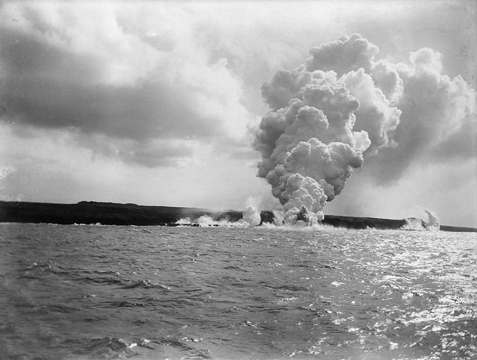Volcano eruption Mt Matavanu - Savai'i - 1905 - photo by Thomas Andrew