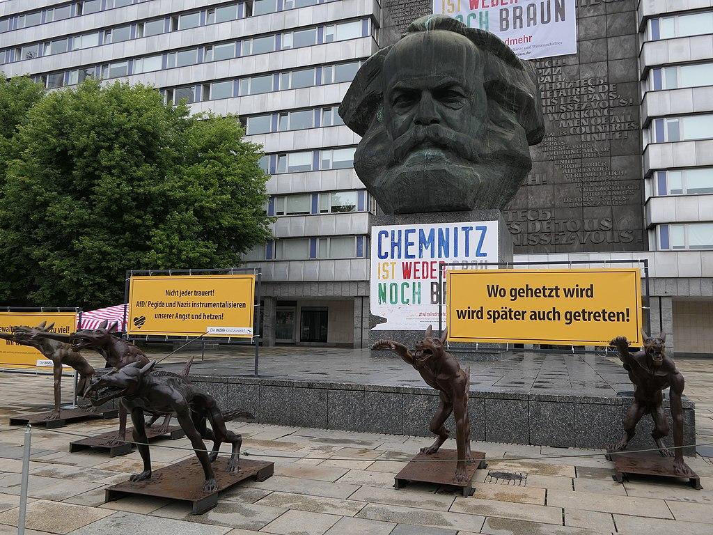 Wölfe-Kunstaktion gegen Hetze und Gewalt in Chemnitz 2018 (08).JPG