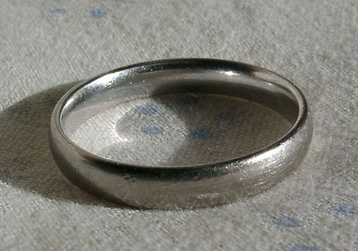 White-gold--rhodium-plated
