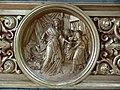 Wuchzenhofen Pfarrkirche Seitenaltar rechts Relief.jpg