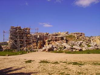 Ġgantija - Entrance of the main temple of Ġgantija