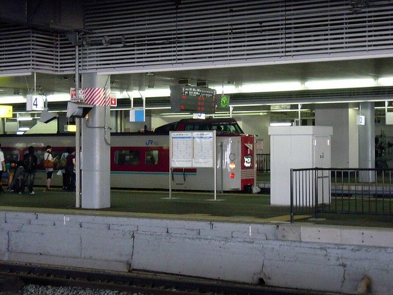 File:Yakumo, JR Okayama Station platform - panoramio.jpg