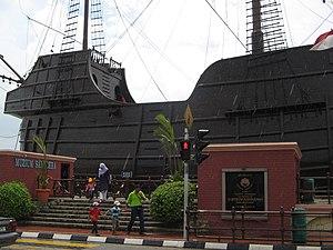 Muzium Samudera berbentuk kapal Portugis, Melaka.