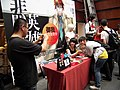 YuWo Photoed with Fan in Book Signing Event 20120428.JPG
