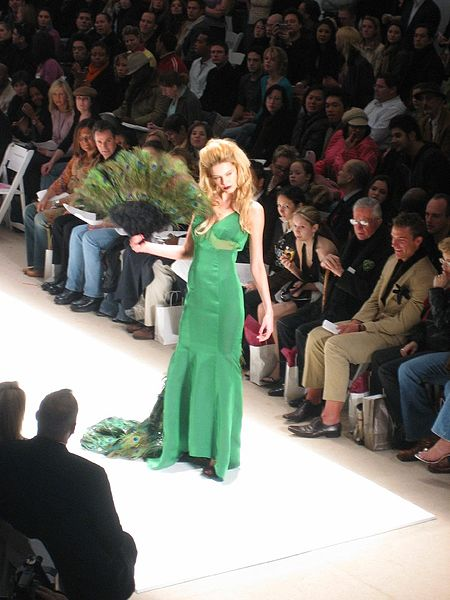 File:Zang Toi peacock gown (5313139).jpg