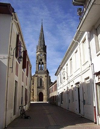Salles, Gironde - Image: Église Saint Pierre (Salles, Gironde)jpg
