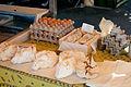 Œufs et fromages au marché de Cavaillon.jpg