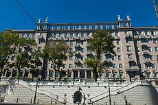 Ансамбль многоэтажных жилых домов 'большой владивосток' (Приморский край, Владивосток, алеутская улица, 191).jpg
