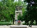 Братська могила радянських воїнів 1944 р. р., рекон. у 2008 р. (до комплексу входе пам'ятник та поховання).jpg