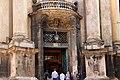 Вхід в костел Домініканського монастиря.jpg
