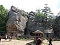 Вхід до печер - Скельно-печерний комплекс Поляницького парку.jpg