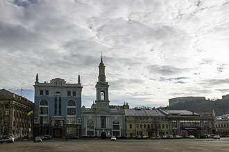 Square of Contracts (Kiev) - The former Greek Monastery on the square (center). The building currently hosts the city branch of the National Bank.