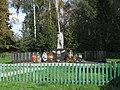 Дмитрова гора братская могила памятник и доски.jpg