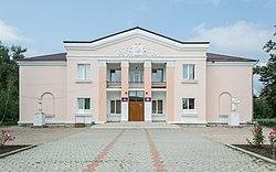 Дрокия, дом культуры Casa raionala de cultura din Drochia Drochia House of Culture (43533051121).jpg