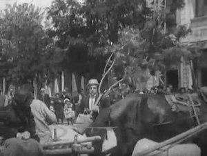 File:Лысый приглашен на ужин. (1916).webm