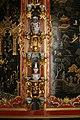 Петергоф Монплезир Китайский кабинет Китайский фарфор и лаковая роспись стены.jpg