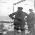 הרצל על סיפון האנייה כנראה ממסעו לארץ ישראל ב-1898 בתוך אלבום מסע של אדולף פרידמ-PHAL-1619974.png