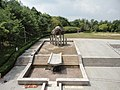 さんさん広場西の池(掃除中) - panoramio.jpg