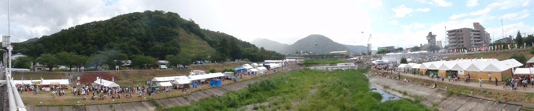 日本一の芋煮会 - panoramio.jpg