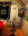 09282 Jüdische Zeremonialobjekte und Angewandte Kunst des Freilichtmuseums Sanok, 2011 (cropped).jpg
