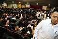 10.29 總統出席「臺北科技大學105週年校慶」時與在場同學打招呼 (30515092062).jpg