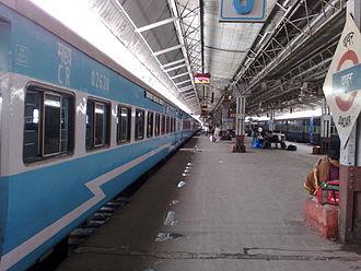 Jan Shatabdi Express - Jan Shatabdi Express at Dadar station