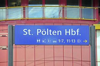 St. Pölten Hauptbahnhof - Image: 13 04 13 st poelten bahnhof 216