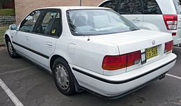 1992 Honda Accord (CB7) EXi sedan (2009-09-17).jpg