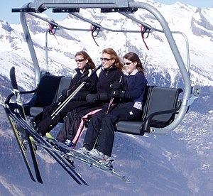 Sarah, Duchess of York - Sarah and her daughters in 2004