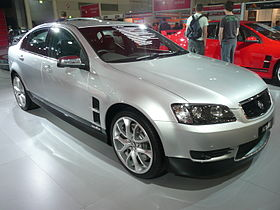 2008 HSV Senator (E Series MY09) Signature SV08 sedan 02.jpg